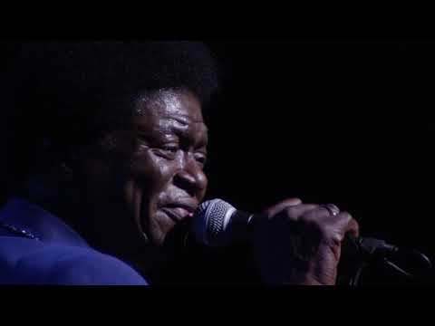 Charles Bradley (And his Extraordinaires) - Let Love Stand A Chance (Live at the Apollo)