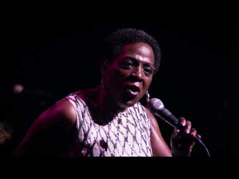 Sharon Jones & the Dap-Kings - Get Up And Get Out (Live at the Apollo)